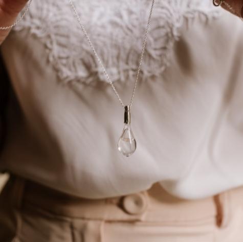 Gota de Lluvia transparente en plata de ley.
